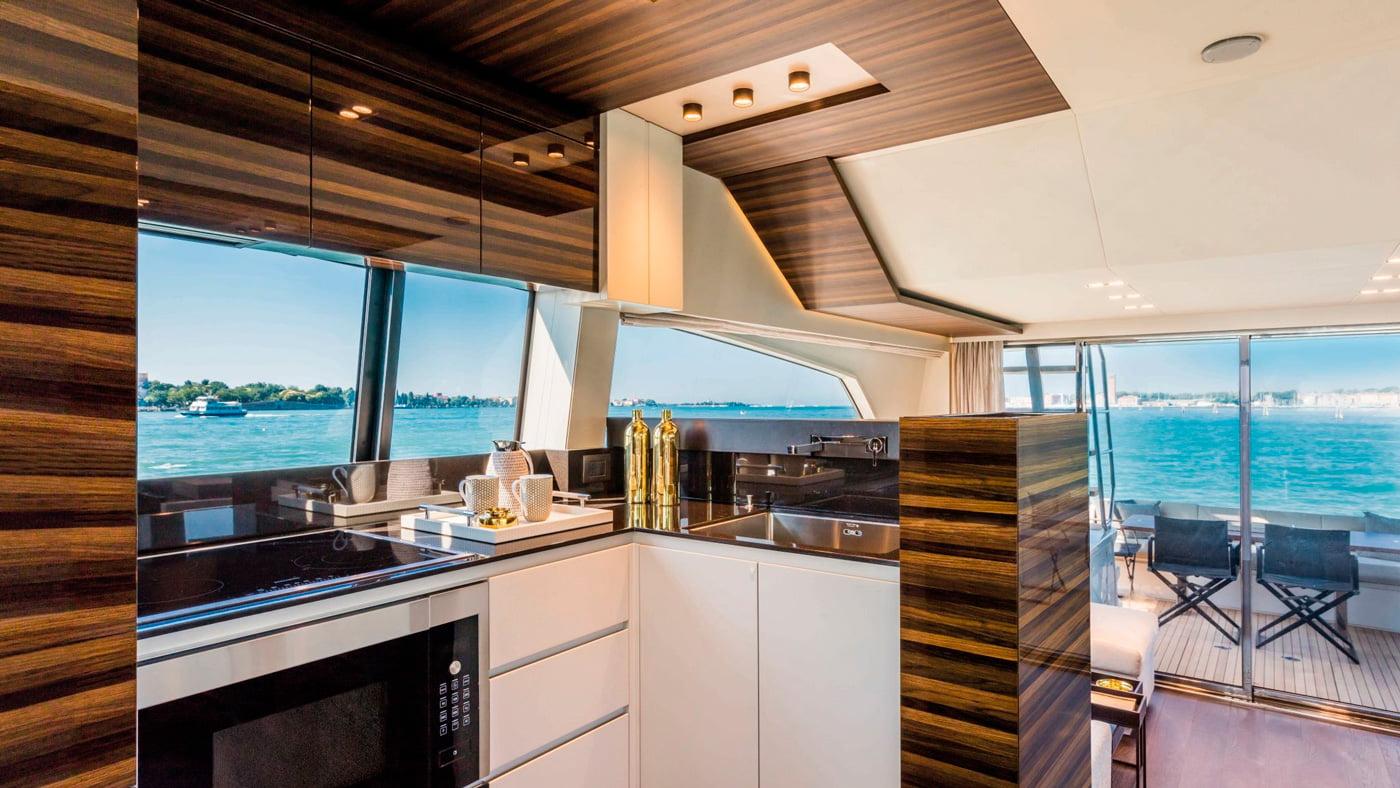 Ferretti Yachts 670 - interiores (2)