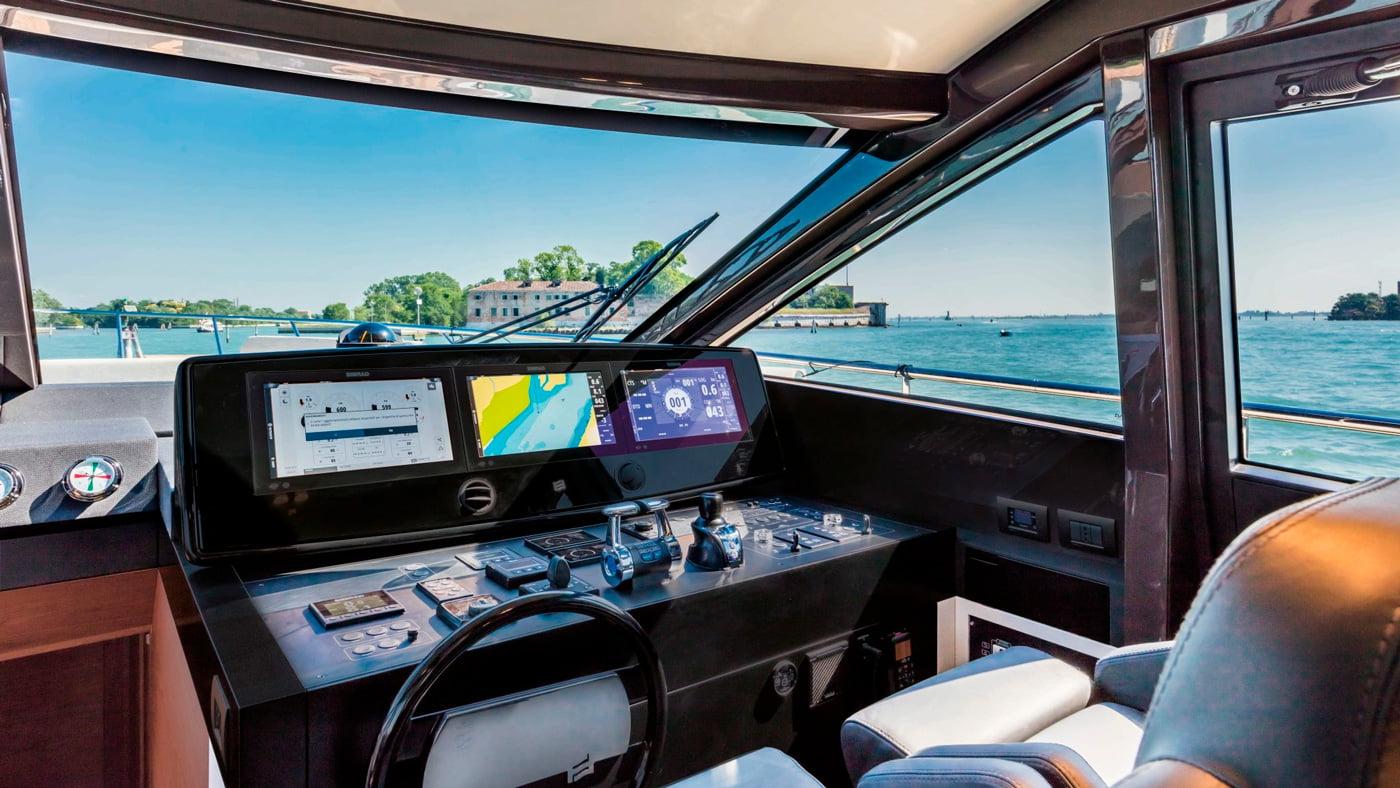 Ferretti Yachts 670 - interiores (3)