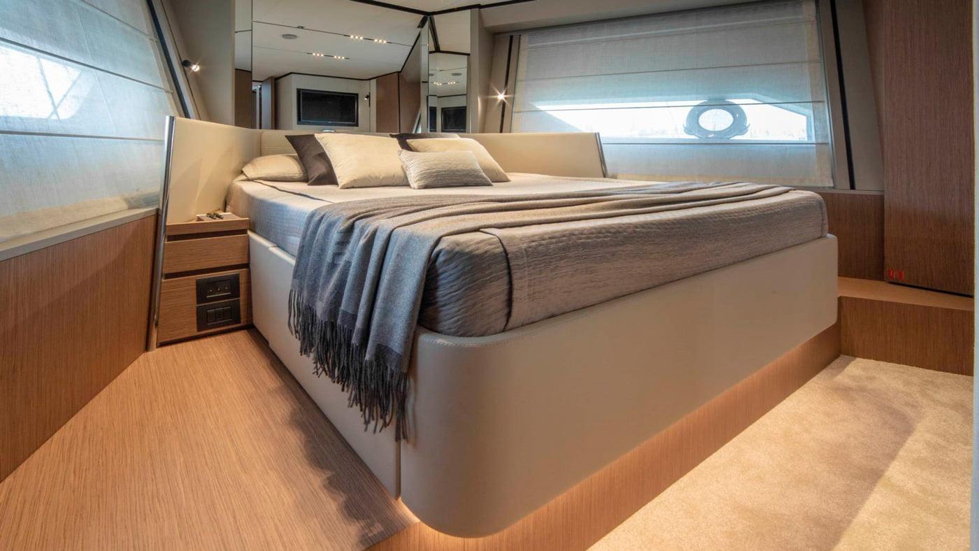 Ferretti Yachts 720 - interiores (7)