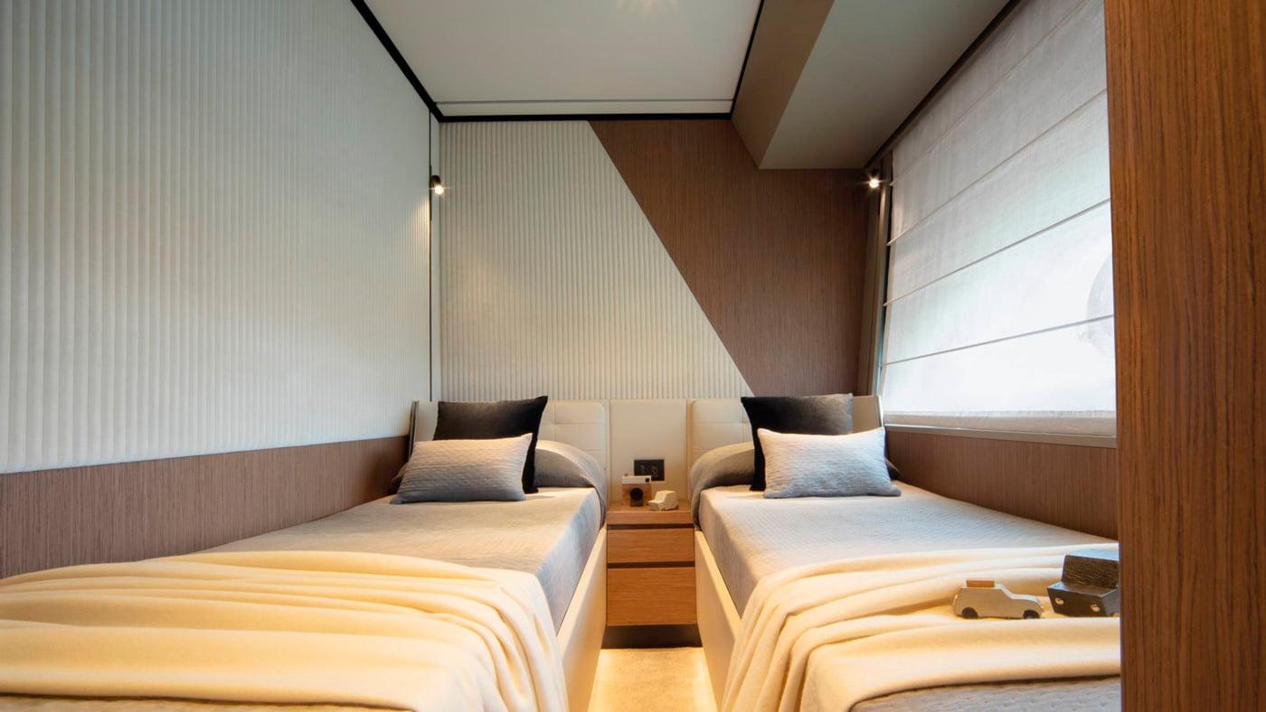 Ferretti Yachts 720 - interiores (9)