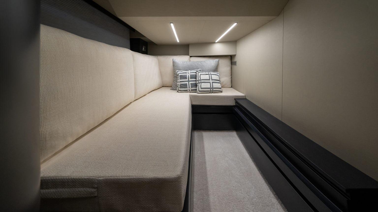 Okean 55 sport-ht - interiores (7)