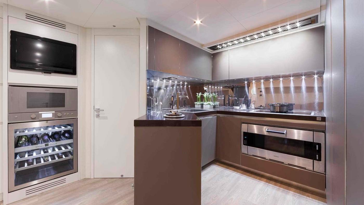 Pershing 108 - interiores (5)