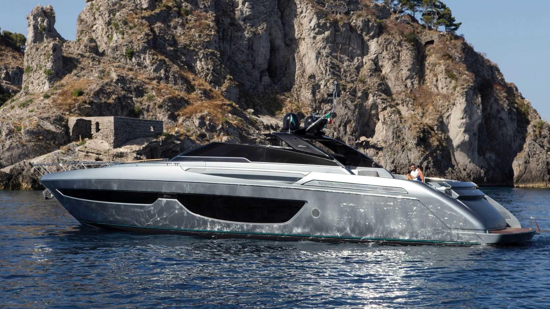 Riva-76-Bahamas-exteriores (2)