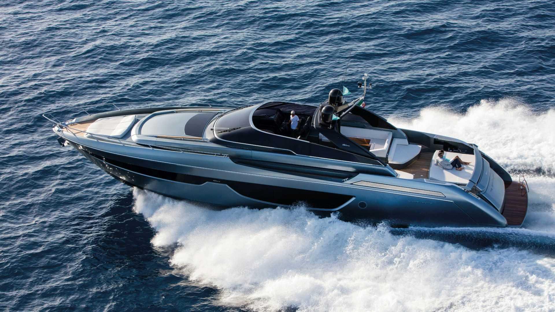 Riva-76-Bahamas-exteriores (4)