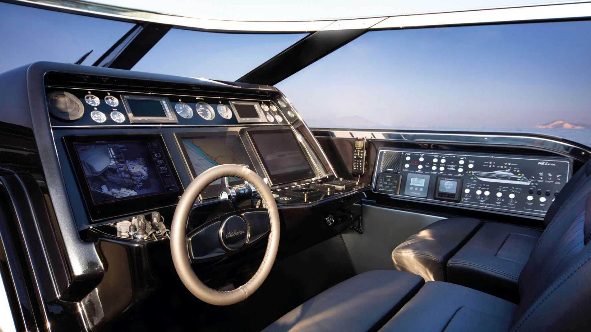 Riva-76-Bahamas-interiores (2)